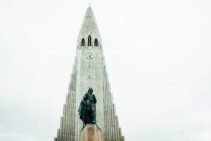 Hallgrímskirkja church on a cloudy overcast day
